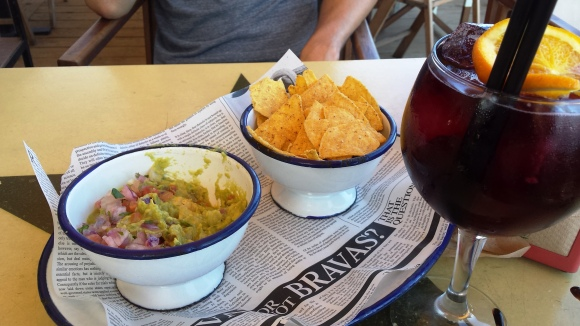 Tinto de verano and guaca