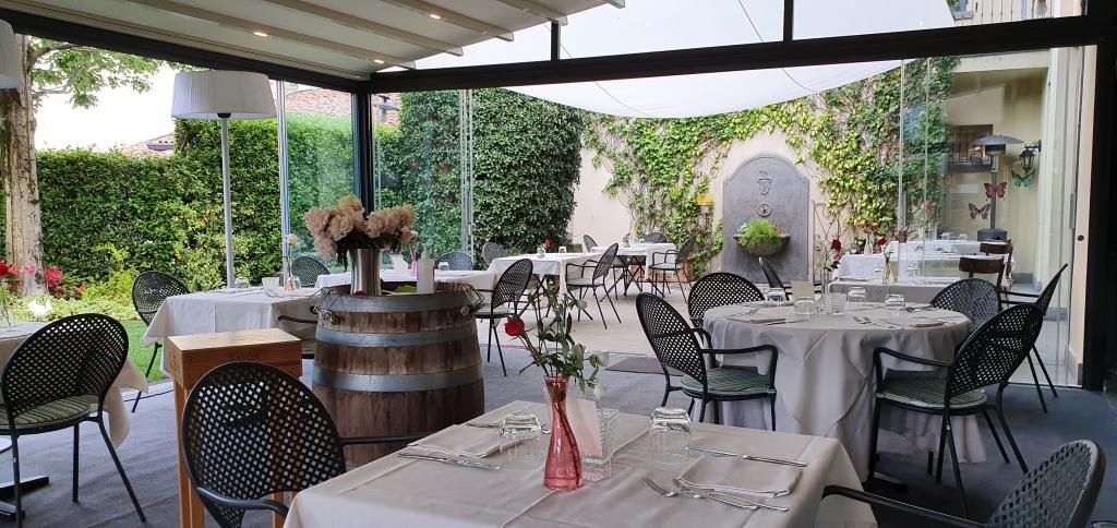 Trattoria Visconti - outside terrace