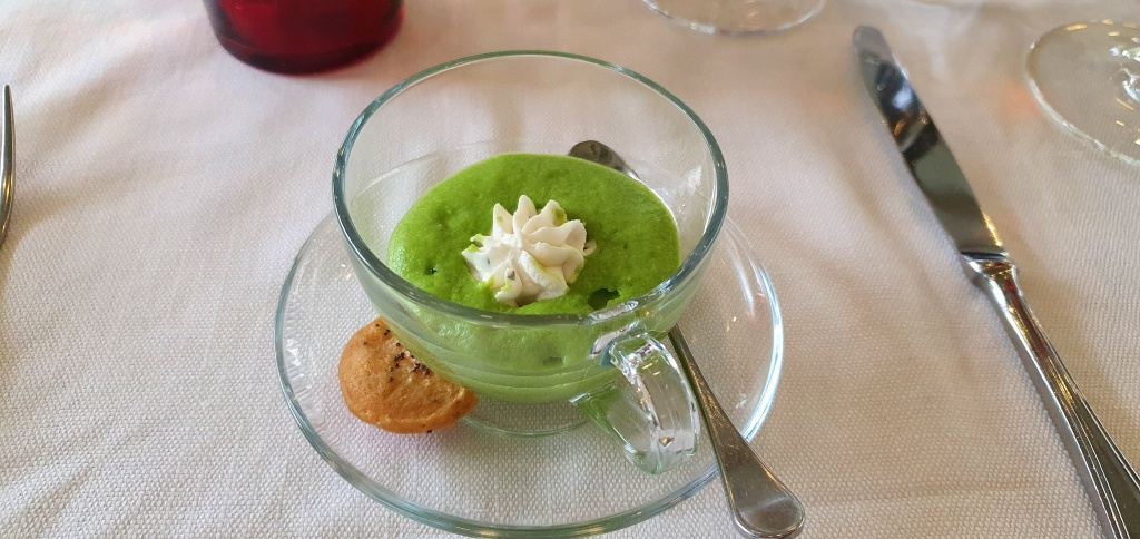 Amuse bouche - pie soup with goats cheese